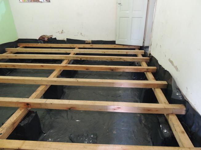 Maderas para piso parquet entablonadoalberplast pulido for Como aislar el techo de un piso