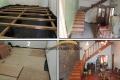 escalera de madera y piso parquet de eucalipto rostrata plastificado brillante