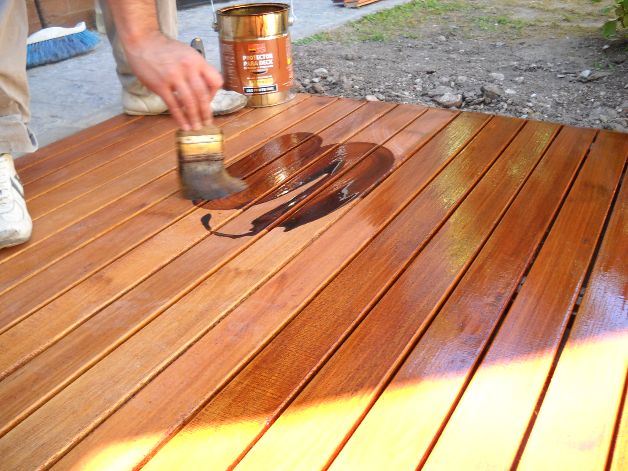 Pisos deck pisos madera exterior proteccion pisos deck for Balancines de madera para jardin