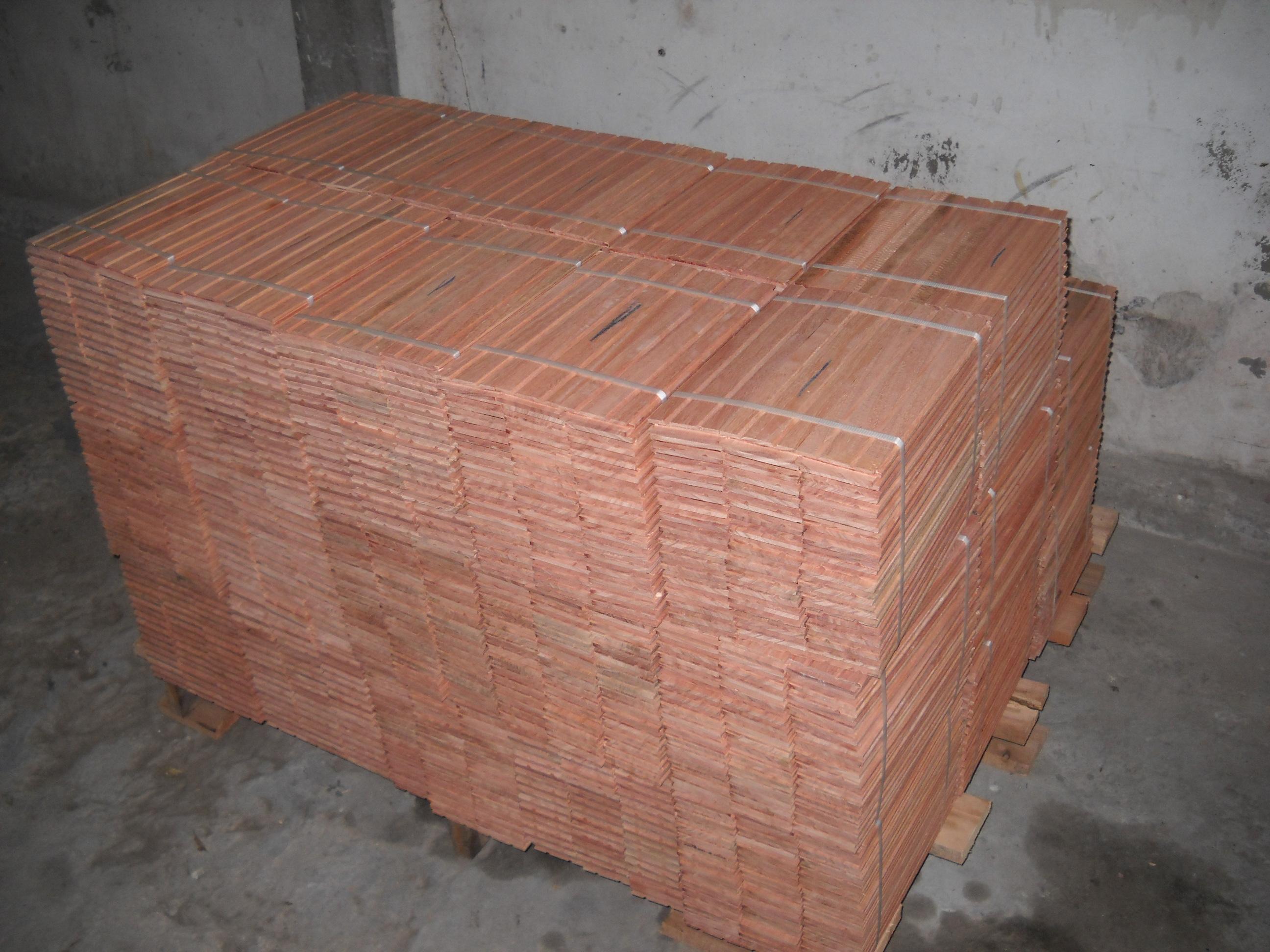 Parquet eucalipto rostrata alberplast pulido y - Colocacion de parquet de madera ...