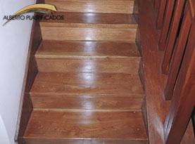 escalera de madera hidrolaqueada