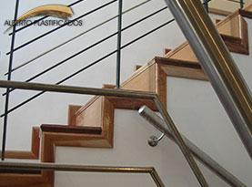 escalera con detalles en madera